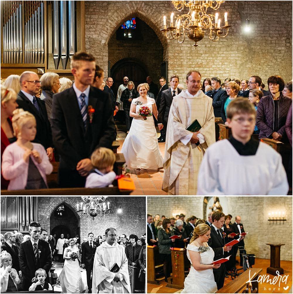 Kirchliche Trauung Kleve und Hochzeitsfeier im Hof Ten Berge - Einzug der Braut