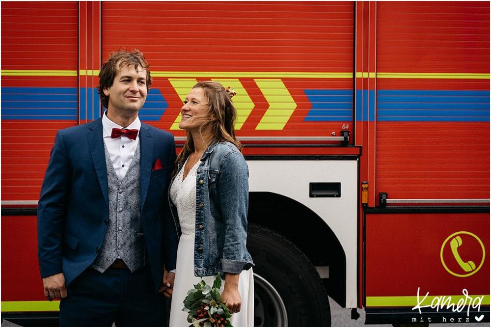 Paarshooting Brautpaar mit Feuerwehrauto